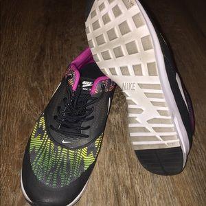 Shoes - Nike Air Max Thea